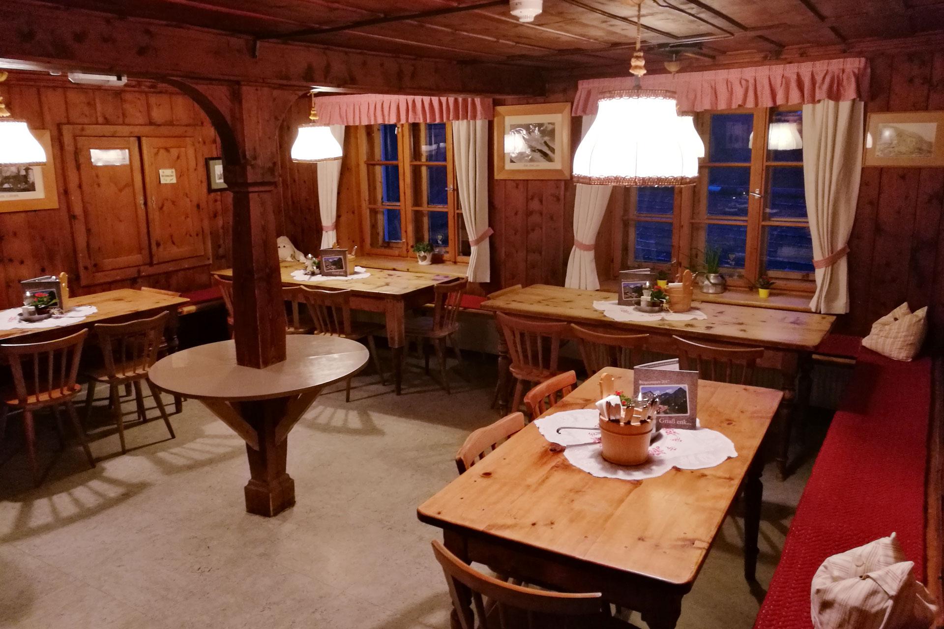 Zwei Gaststuben stehen den Besuchern zur Verfügung